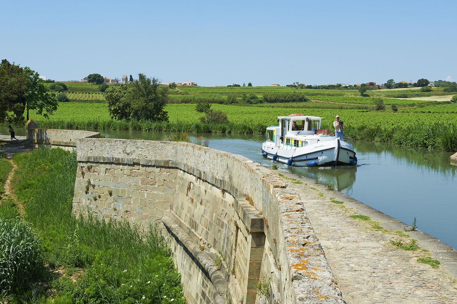 France, Languedoc-Roussillon, Aude (11), Paraza, canal bridge of RÈpudre