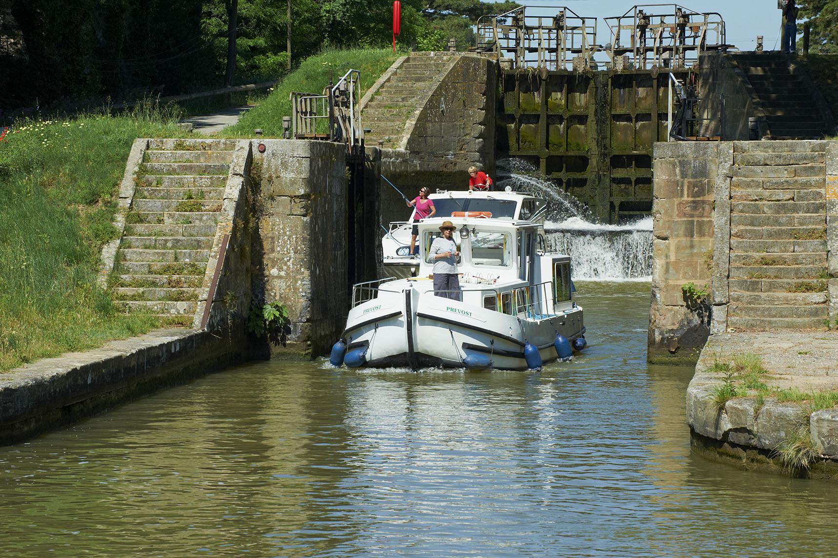 France, Languedoc-Roussillon, Aude (11), Canal du Midi, lock of Pechlaurier