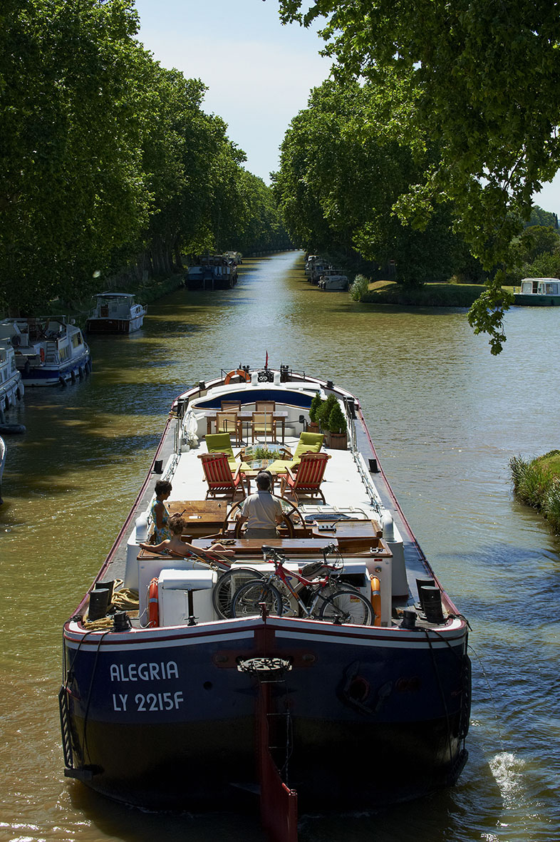 France, Languedoc-Roussillon, Aude (11), Canal du Midi between Carcassone and Beziers, barge hotel Alegria