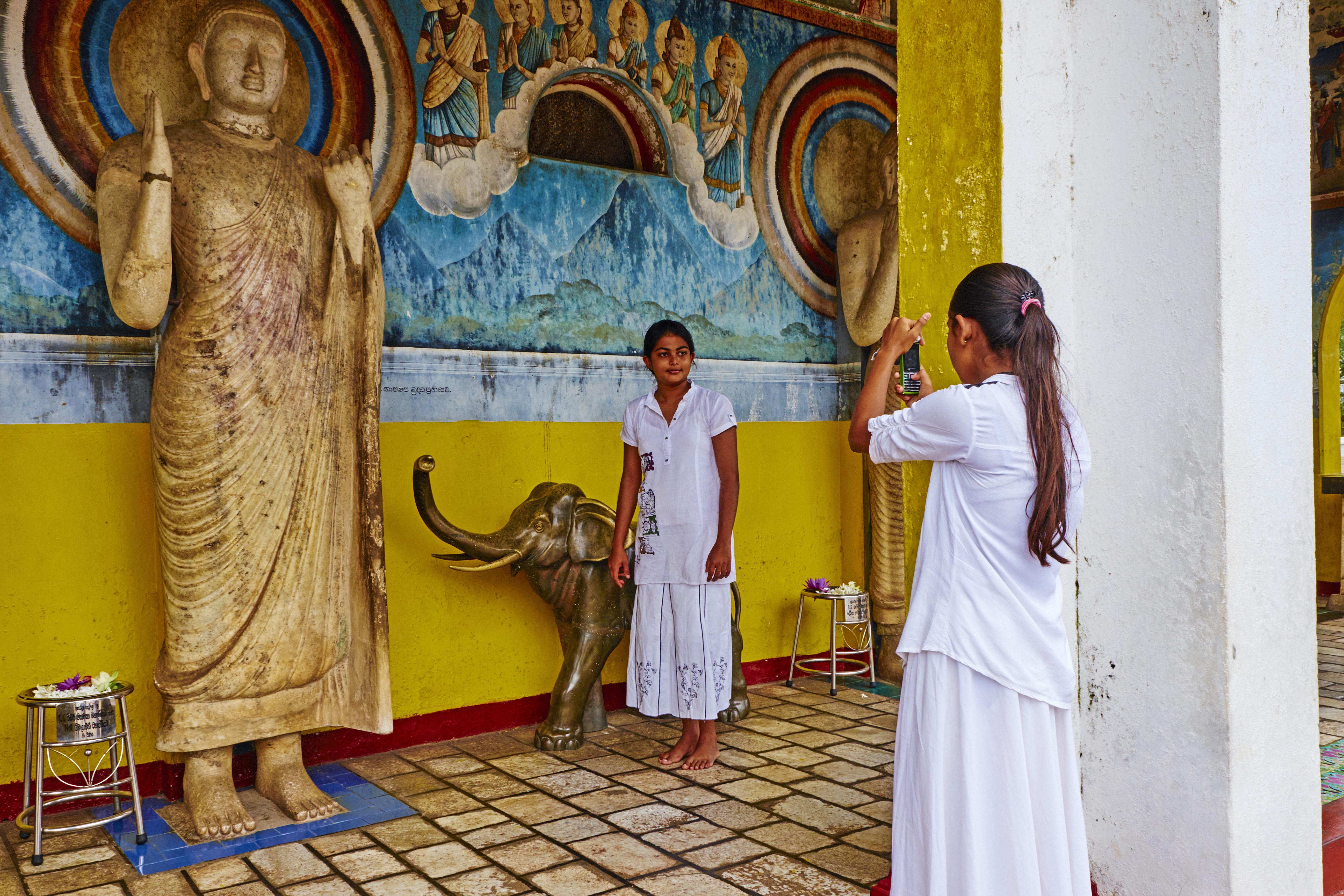 Sri Lanka, Anuradhapura, Ruvanvelisaya dagoba