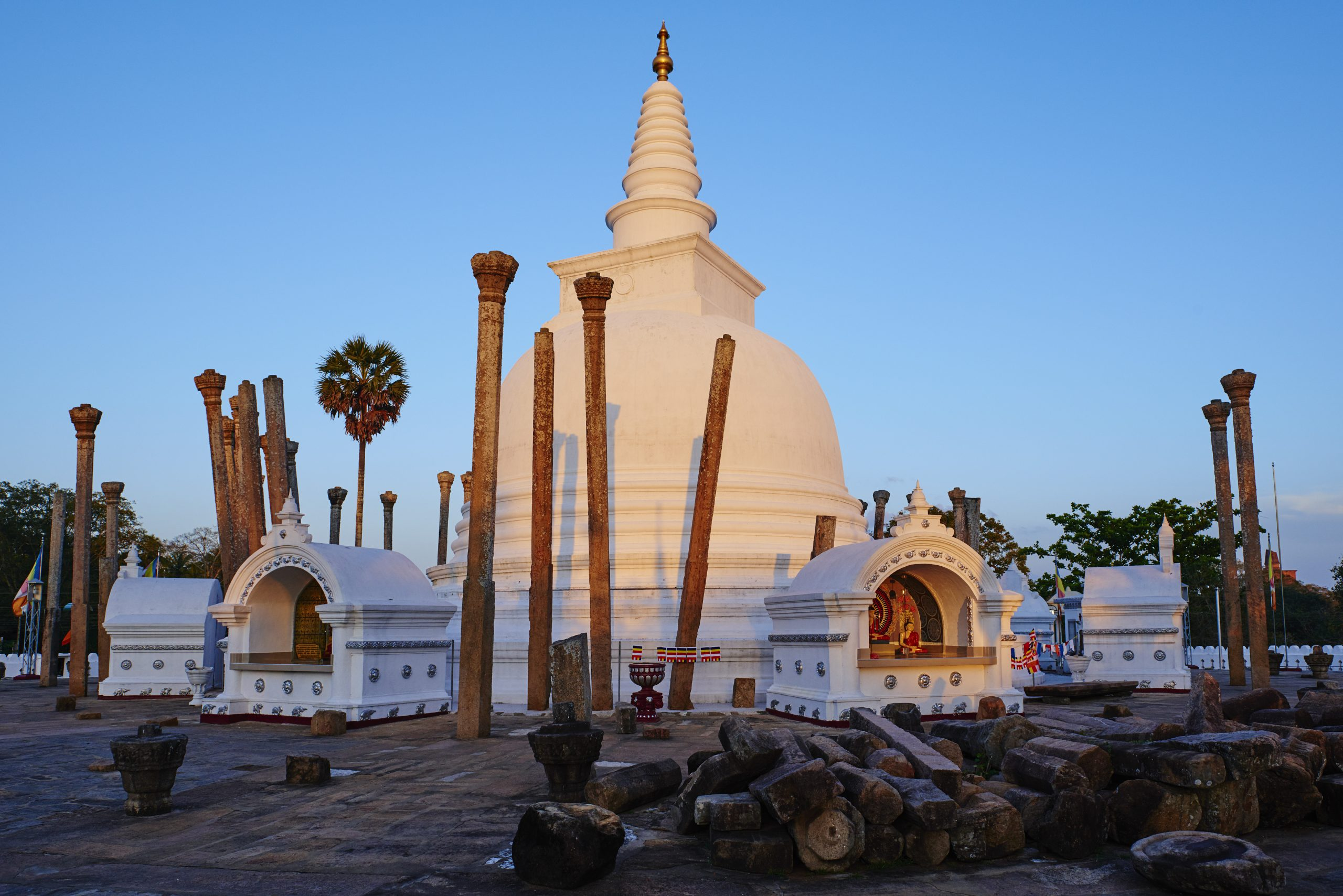 Sri Lanka, Anuradhapura, Thuparama dagoba