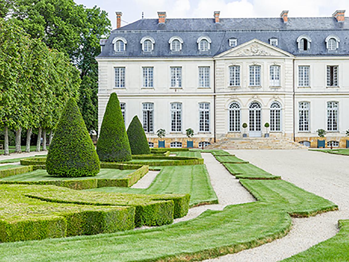 HotelChâteau_Photo Credit Adam Lynk