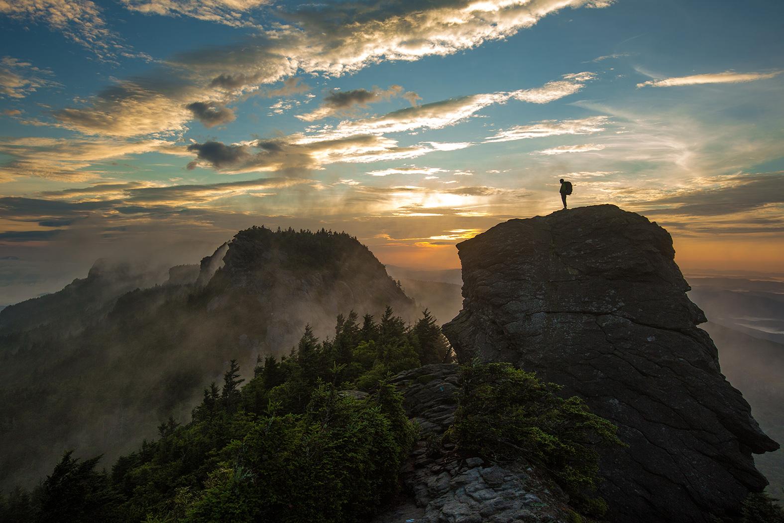 Caroline du Nord_Grandfather Mountain Sunrise with Hiker - Copie
