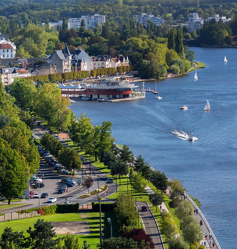 Vue aérienne du Restaurant de la Rotonde, de la marina et de l'