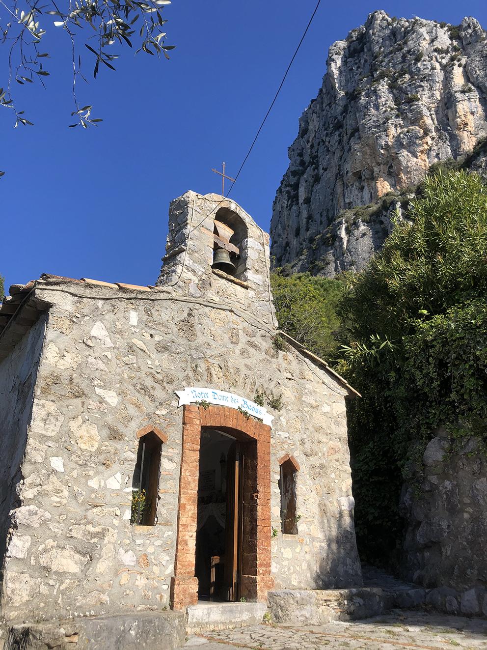 L'une des six chapelles de Saint-Jeannet Notre Dame des Baous, dédiée aux alpinistes disparus. Anne TABOUREL (10)